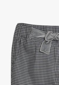 Ebbe - VAMILLA TROUSERS - Trousers - black/white - 3