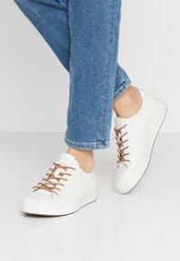 ecco - ECCO SOFT 8 W - Sneakersy niskie - white - 0