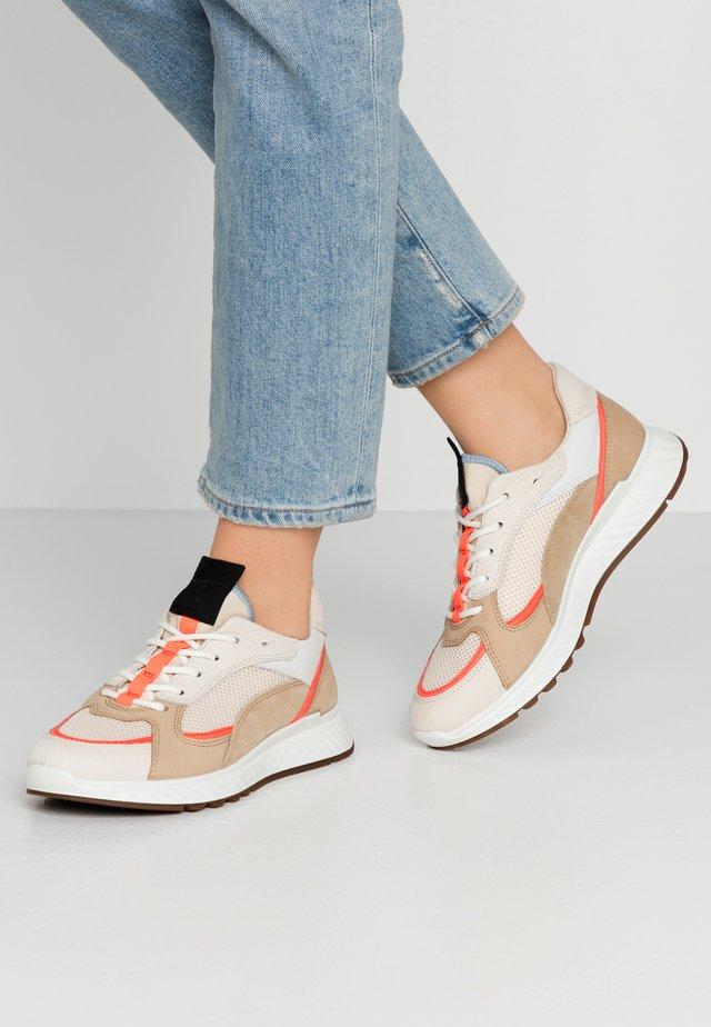 ECCO ST.1 W - Sneakers basse - vanilla/coral neon/beige