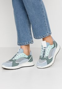 ECCO - ECCO ST.1 W - Sneakersy niskie - dusty blue/white/concrete/lake - 0