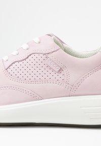 ECCO - ECCO SOFT 7 RUNNER W - Sneakersy niskie - blossom rose/shadow white - 2