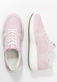 ECCO - ECCO SOFT 7 RUNNER W - Sneakersy niskie - blossom rose/shadow white - 5