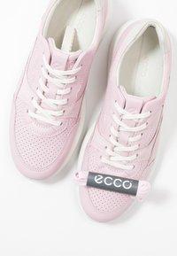 ECCO - ECCO SOFT 7 RUNNER W - Sneakersy niskie - blossom rose/shadow white - 9