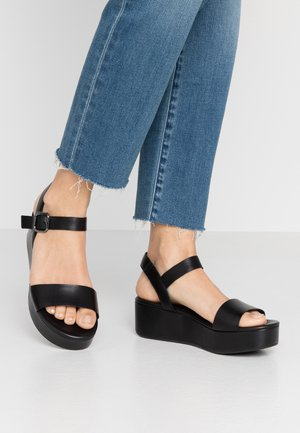 ELEVATE - Sandalen met plateauzool - black
