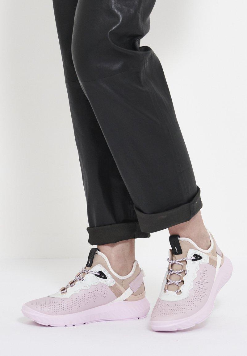 ecco - ECCO ST.1 LITE W - Sneakersy niskie - multicolor/blossom rose