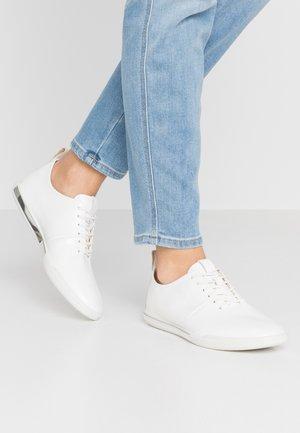 ECCO SIMPIL II W - Sznurowane obuwie sportowe - white
