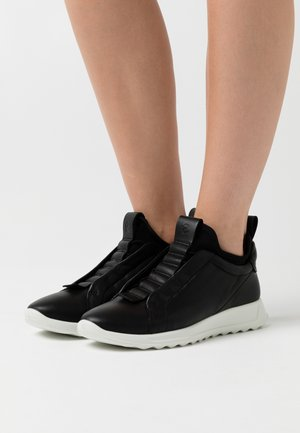 FLEXURE RUNNER  - Nazouvací boty - black