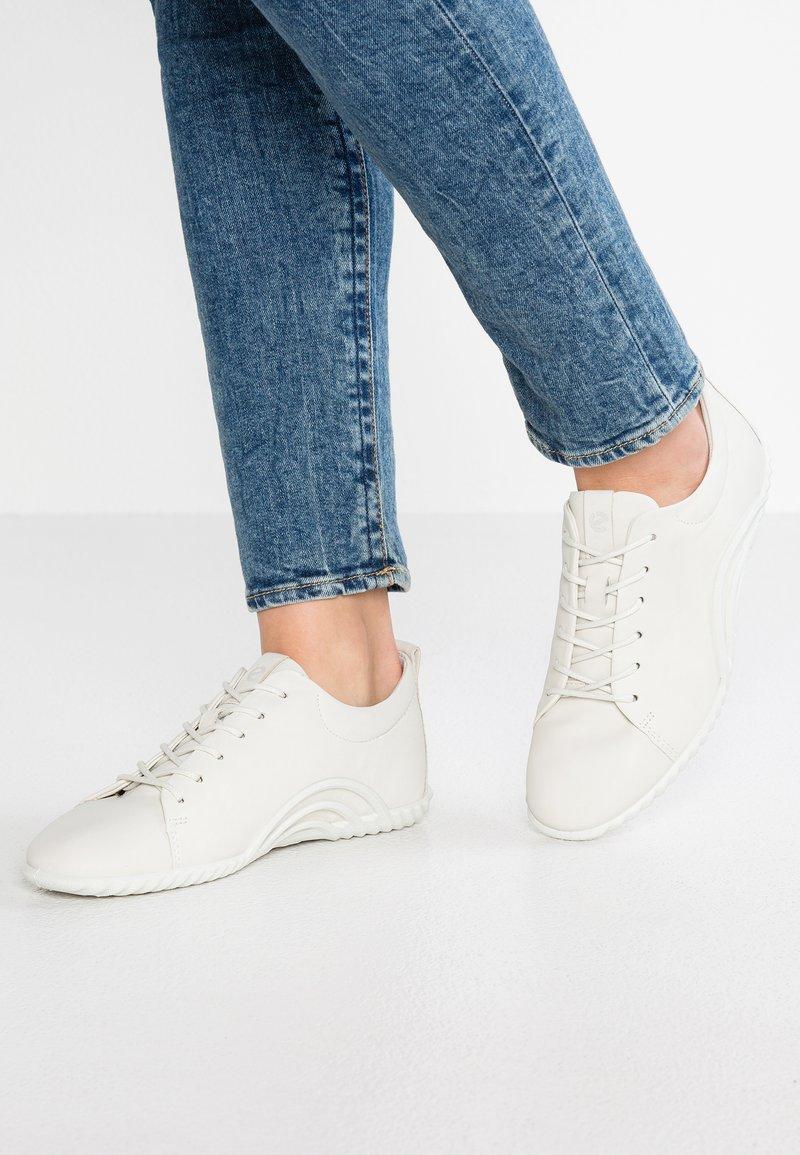 ecco - VIBRATION 1.0 - Sneaker low - shadow white