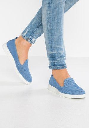 BELLA - Slip-ons - retro blue