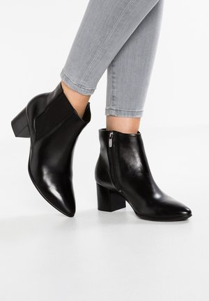 SHAPE 45 POINTY BLOCK - Ankle boots - black