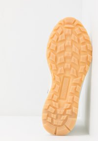 ecco - EXOSTRIKE  - Šněrovací kotníkové boty - shadow white/white/gravel - 6