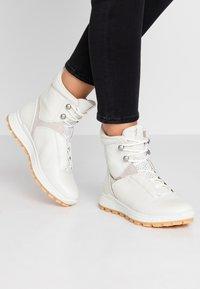 ecco - EXOSTRIKE  - Šněrovací kotníkové boty - shadow white/white/gravel - 0