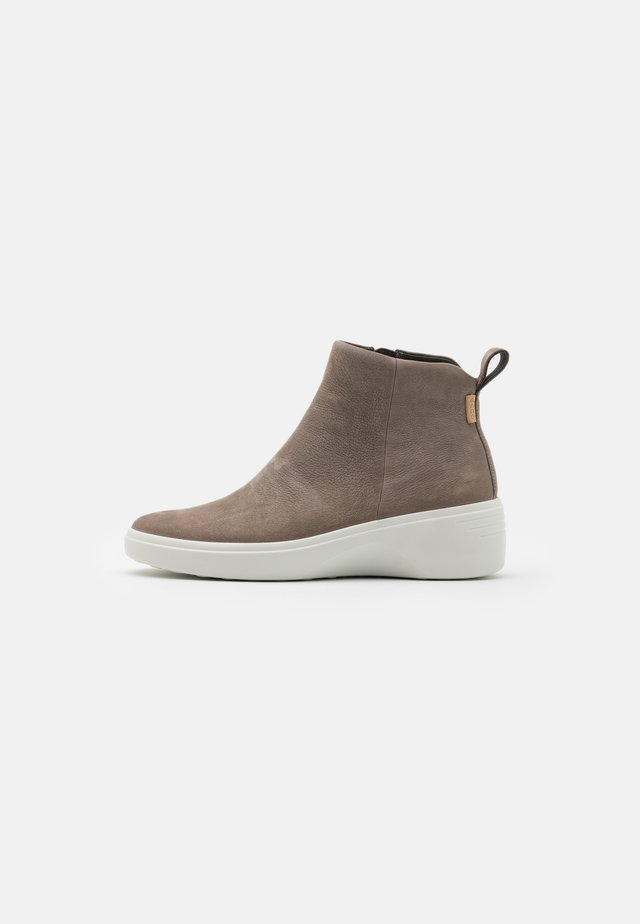 SOFT 7 WEDGE - Ankle boot - beige