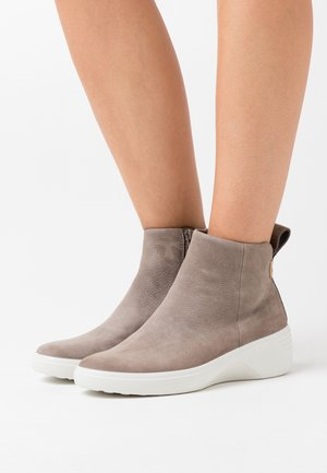 SOFT 7 WEDGE - Ankle boots - beige