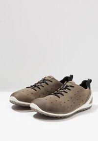 ECCO - BIOM LITE - Chaussures de marche - tarmac - 2