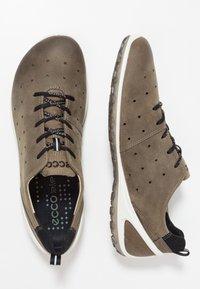 ECCO - BIOM LITE - Chaussures de marche - tarmac - 1