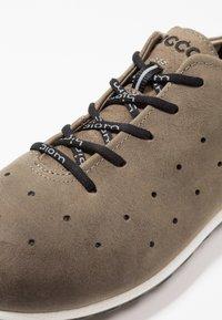 ECCO - BIOM LITE - Chaussures de marche - tarmac - 5