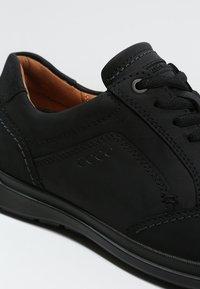 ecco - HOWELL - Volnočasové šněrovací boty - black - 5
