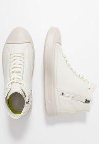 ecco - FLEXURE T-CAP - Höga sneakers - shadow white - 1
