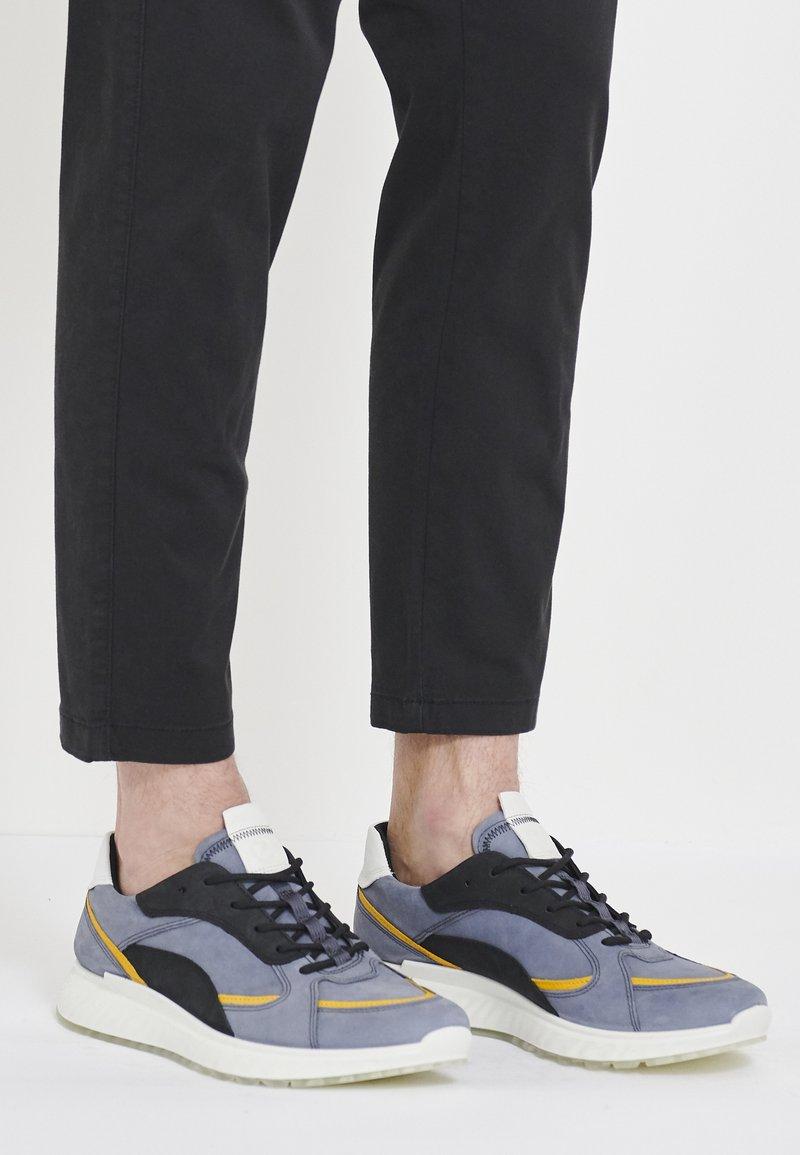 ECCO - ST.1 M - Sneakersy niskie - ombre/merigold/black/white