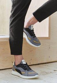 ECCO - ST.1 M - Sneakersy niskie - ombre/merigold/black/white - 5