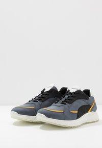 ECCO - ST.1 M - Sneakersy niskie - ombre/merigold/black/white - 7