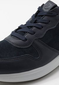 ECCO - SOFT RUNNER - Sneakers laag - night sky/navy/shadow white - 5