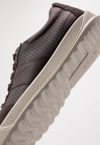 ECCO - BYWAY - Sneakersy niskie - licorice/coffee - 5