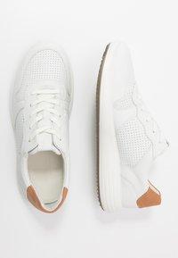 ECCO - SOFT 7 RUNNER - Sneakersy niskie - white/lion - 1