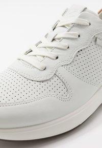 ECCO - SOFT 7 RUNNER - Sneakersy niskie - white/lion - 5