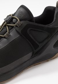 ecco - BIOM 2GO - Outdoorschoenen - black/tarmac - 5
