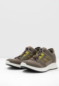 ECCO - EXOSTRIDE  - Hiking shoes - warm grey/sulphur - 2