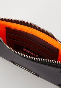 Ecoalf - FLAT STUD WALLET - Peněženka - caviar - 5
