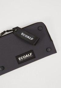 Ecoalf - FLAT STUD WALLET - Peněženka - caviar - 2