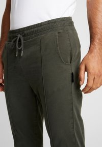 Be Edgy - BELUNIK - Jeans Tapered Fit - khaki - 4