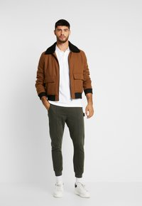 Be Edgy - BELUNIK - Jeans Tapered Fit - khaki - 1