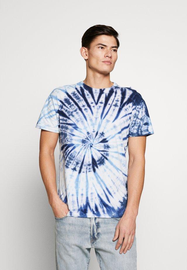 GIGGSEN - T-shirt med print - blue