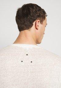 Be Edgy - BEJAKE - Camiseta estampada - offwhite - 4