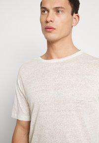 Be Edgy - BEJAKE - Camiseta estampada - offwhite - 3