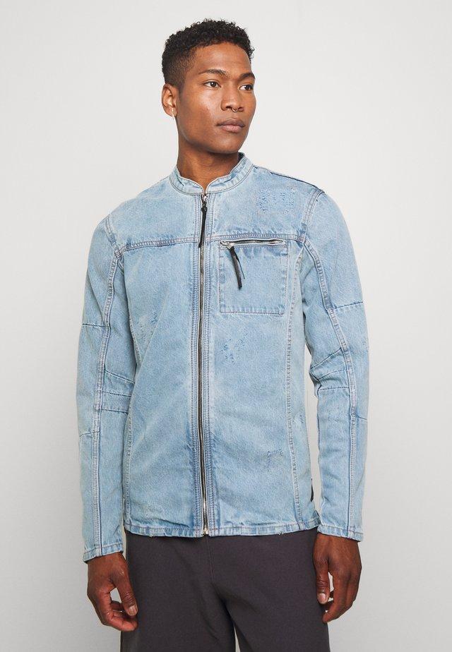 BETRAVER - Denim jacket - ind penny