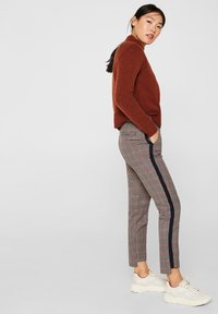 edc by Esprit - MIT HIGH-LOW-SAUM - Trousers - taupe - 1