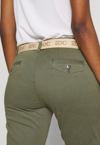 edc by Esprit - Chinosy - khaki green - 5
