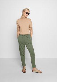 edc by Esprit - OTB PANT - Joggebukse - khaki green - 1