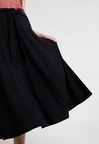 edc by Esprit - MIDI SKIRT SOLI - Spódnica trapezowa - black - 4