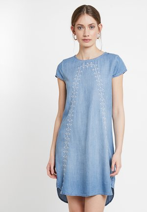 DRESS - Robe en jean - blue medium wash