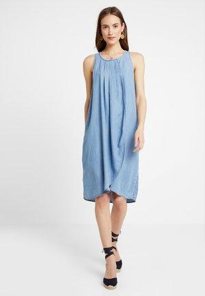 PINTUCK DRESS - Korte jurk - blue light wash