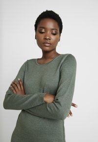 edc by Esprit - Strikket kjole - khaki green - 4