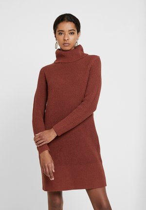 STRUCTURED - Pletené šaty - terracotta