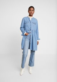 edc by Esprit - DRESS - Robe en jean - blue light wash - 2