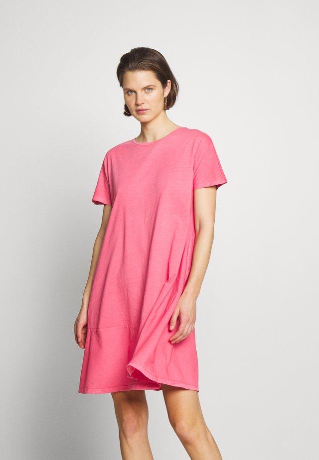 FAB MIX DRESS - Jerseyjurk - coral